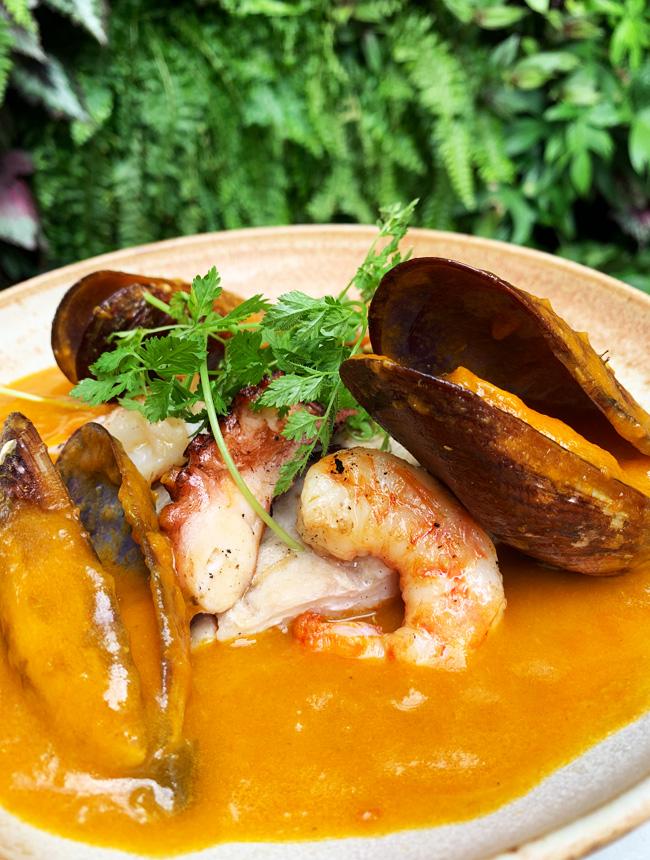Moqueca de peixe e frutos do mar do Satú (Foto: Tina Bornstein)
