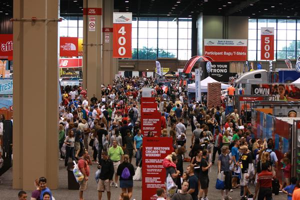Na Expo de Chicago, torcedores retiram seus kits e conferem as novidades do mundo da corrida (Foto: Site Oficial)