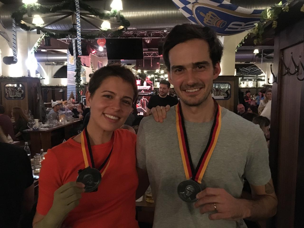 Giovanna sofreu acidente meses antes da Maratona de Berlim, mas completou a prova junto com seu marido, Guilherme (Foto: arquivo pessoal)