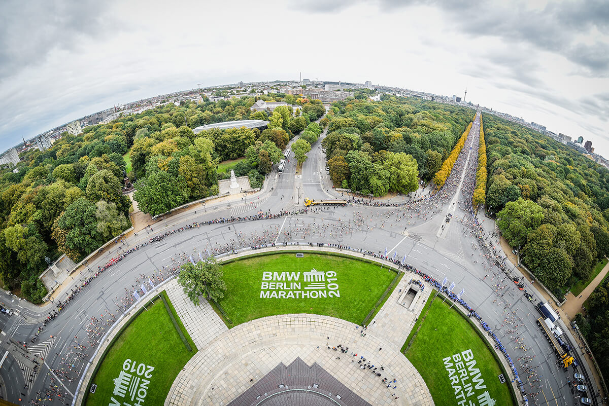 Plana, a Maratona de Berlim é considerada uma das provas mais rápidas do mundo. Os últimos recordes masculinos foram batidos nela (Crédito: Site Oficial/Norbert Wilhelmi)