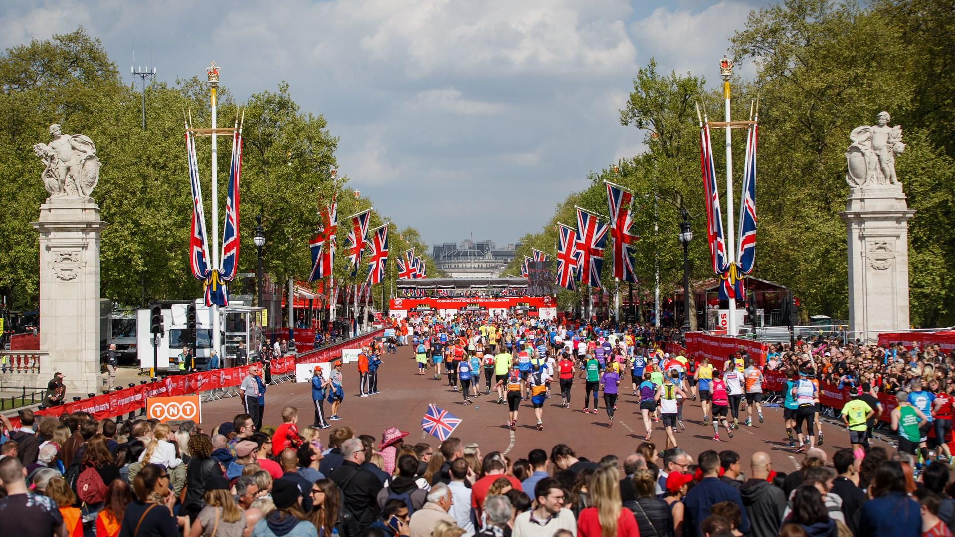 A Maratona de Londres passa pelos pontos principais da cidade. Chegar ao Palácio de Buckingham significa estar muito próximo à linha de chegada (Foto: Reprodução Facebook)