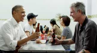 Bourdain convenceu Obama a comer noodles e beber cerveja no Vietnã