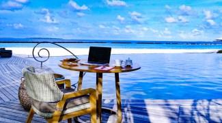 Resort nas Maldivas lança pacote de trabalho remoto de luxo de R$ 123 mil