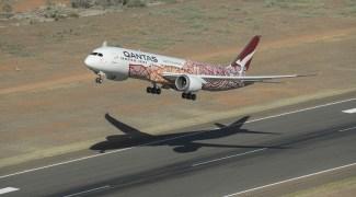 Qantas exigirá vacinação de passageiros; aéreas debatem imunização obrigatória