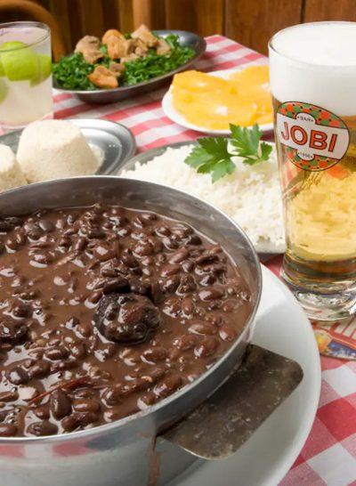 Feijoada do tradicional bar Jobi, servida diariamente