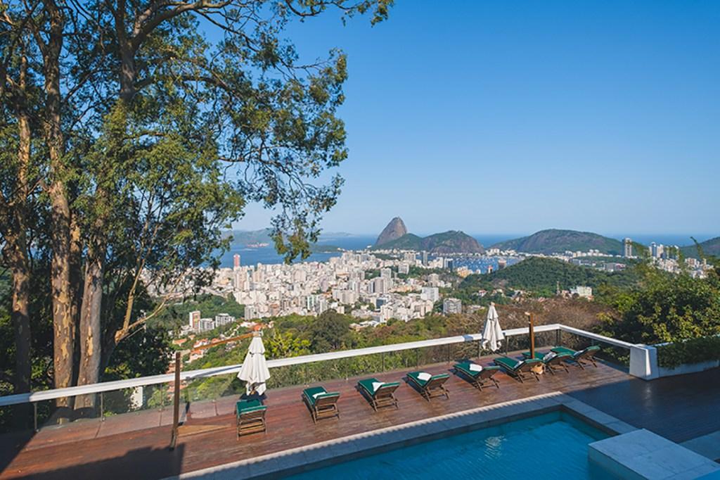 Vista da piscina do Hotel Vila Santa Teresa (Foto: divulgação)