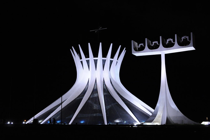 Catedral Metropolitana de Nossa Senhora Aparecida, mais conhecida como Catedral de Brasília.