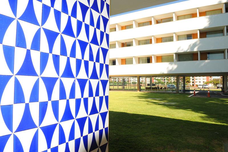 Área externa do Brasília Palace Hotel, com destaque para traços modernista