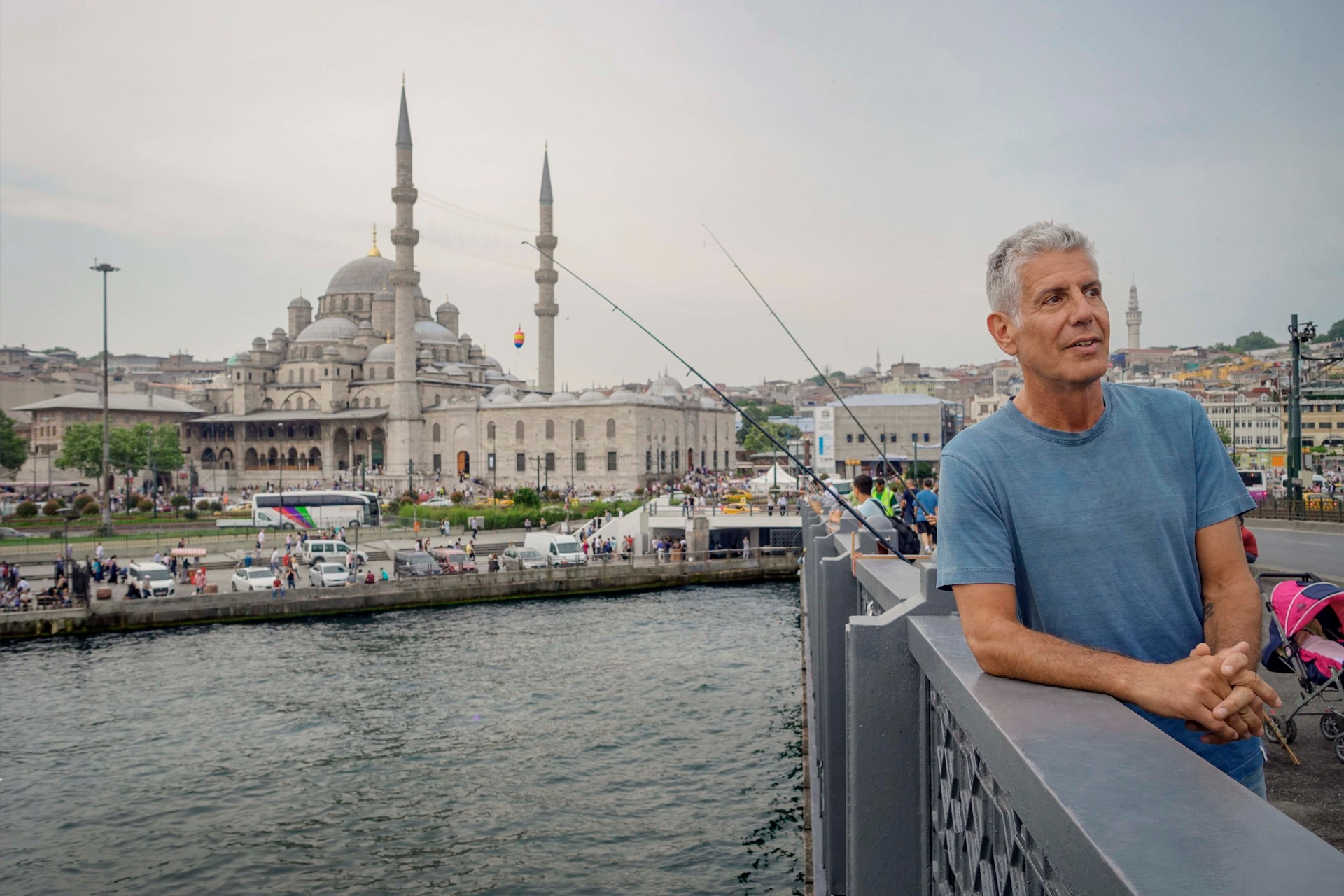 Em Istambul, Anthony Bourdain prova da culinária e se aventura pela cidade