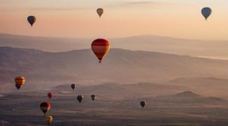 Passeie de balão virtualmente por estes cenários deslumbrantes