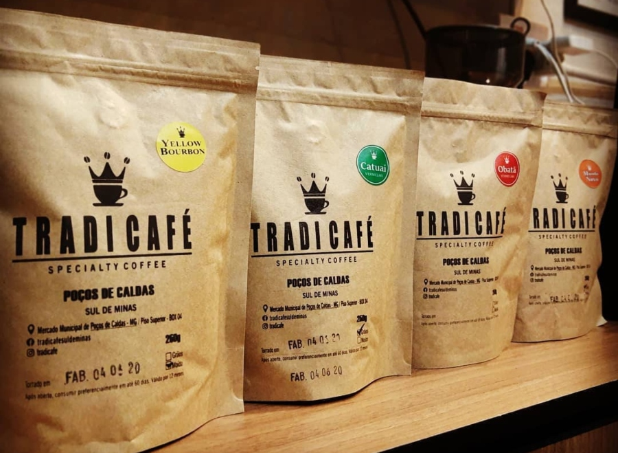 Foto de quatro variedades de café vendidas pelo TradiCafé