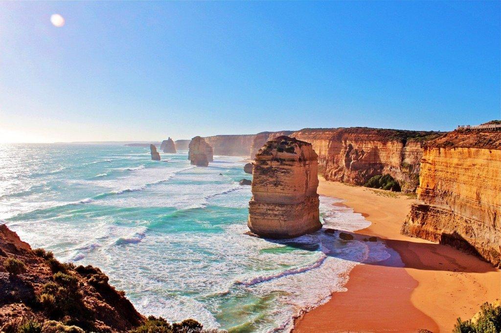 Foto durante o dia dos Doze Apóstolos, formações rochosas na Austrália