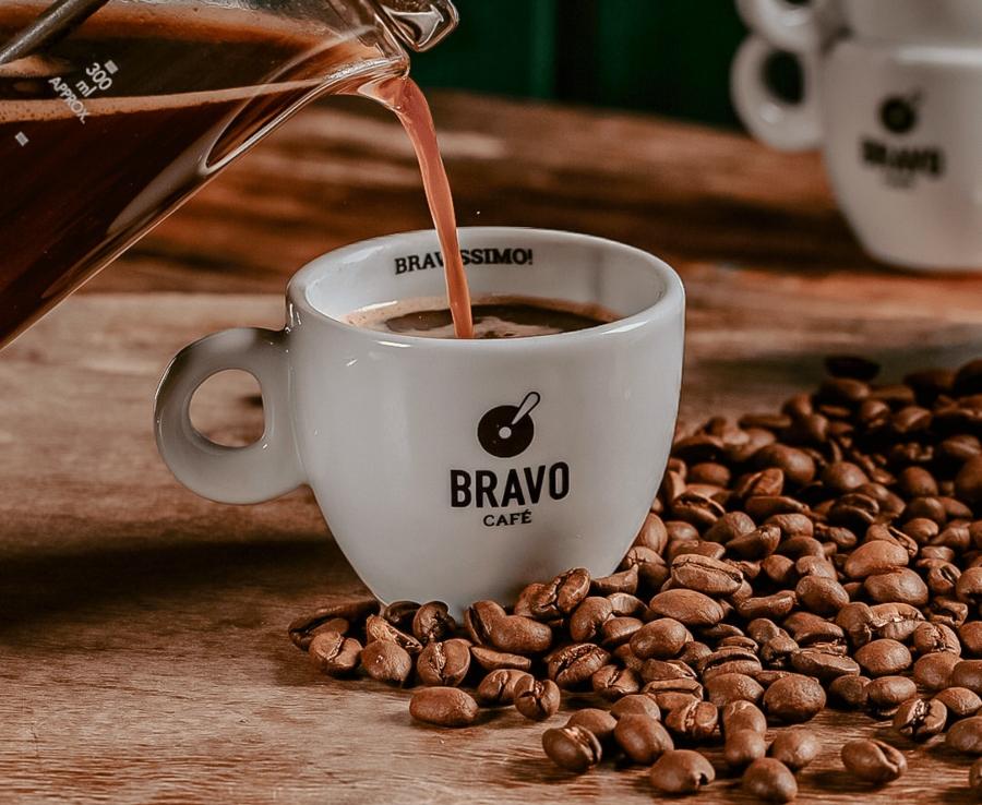 Foto de uma xícara de café do Bravo Café