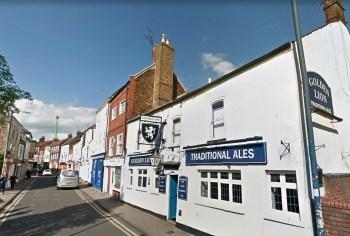 Que tal ganhar até R$215 mil para visitar pubs históricos?