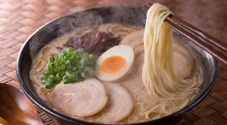 Lámen, o tradicional prato japonês entregue – quentinho – em casa