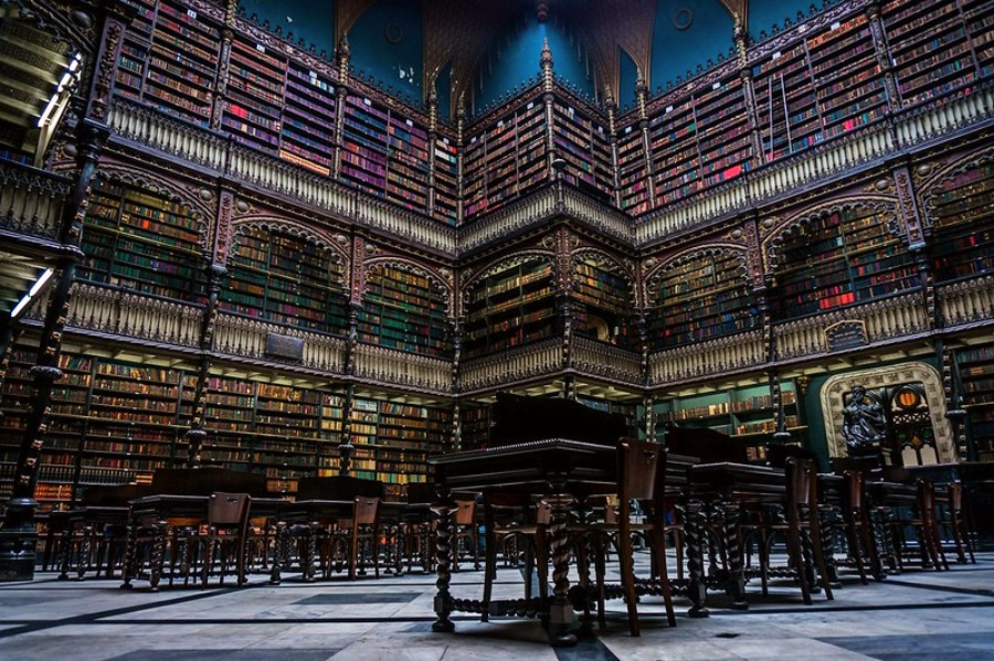 Foto do interior do Real Gabinete Português de leitura