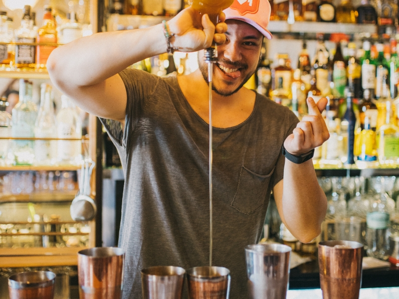 Foto do bar manager Ricardo Takahashi Paulon, do BeefBar São Paulo