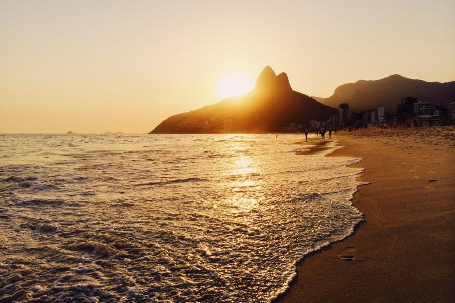 Foto da Praia de Ipanema no pôr do sol