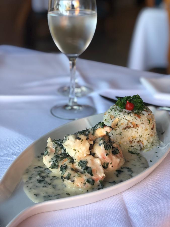Foto de um prato com camaroes do La Borie Buzios