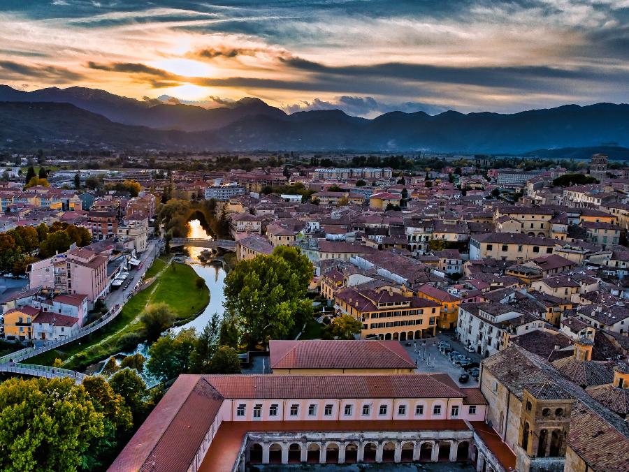 Foto aérea de Rieti, comuna na Itália