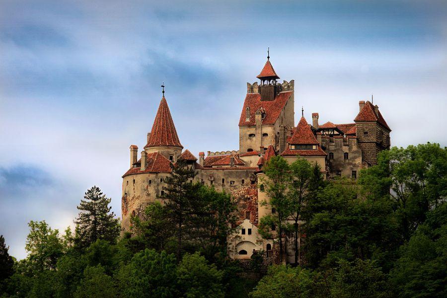 Foto do Castelo de Bran, conhecido como a casa do Drácula