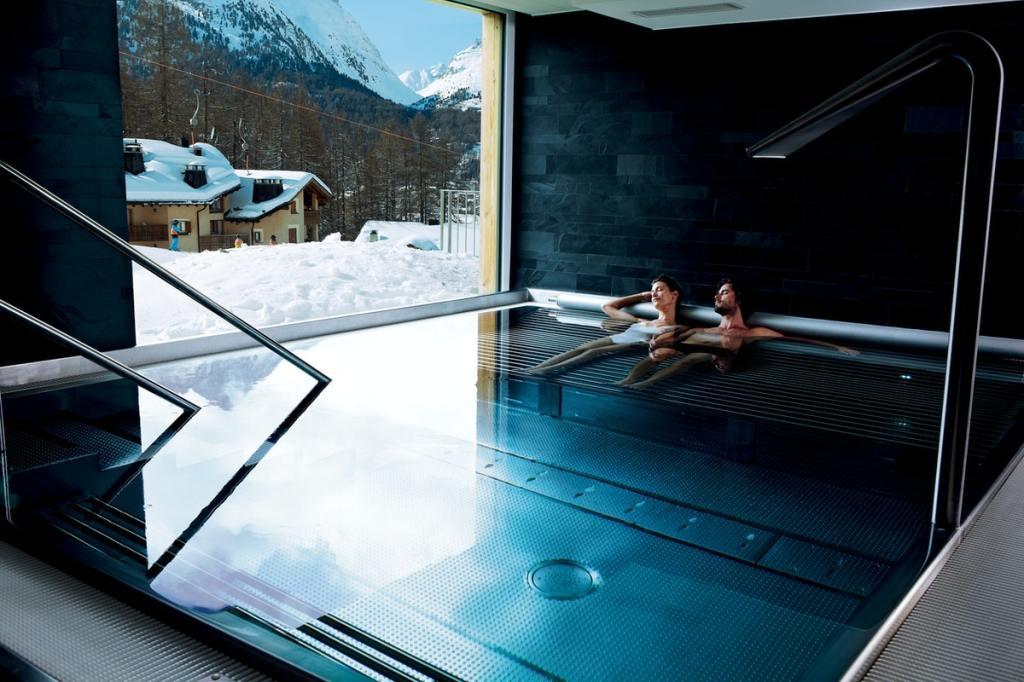 Nira Alpina Piscina indoor Suíça