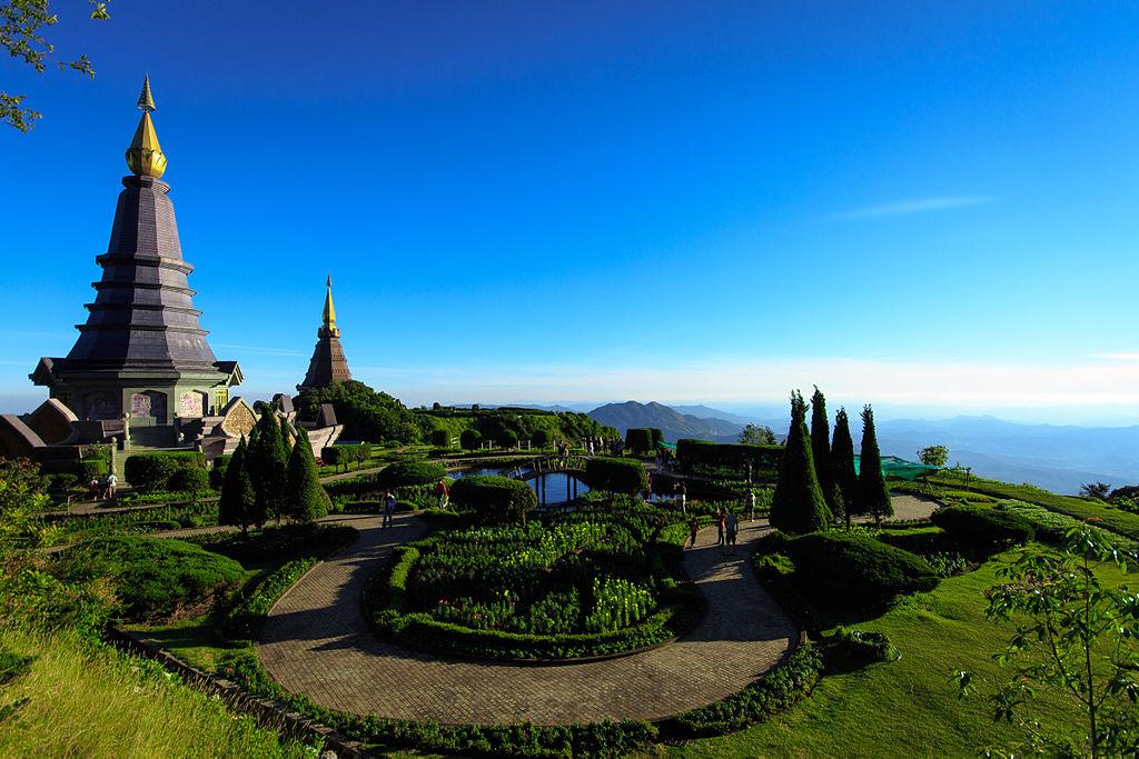 Monumento num dos pontos mais altos do Doi Inthanon, montanha na Tailândia