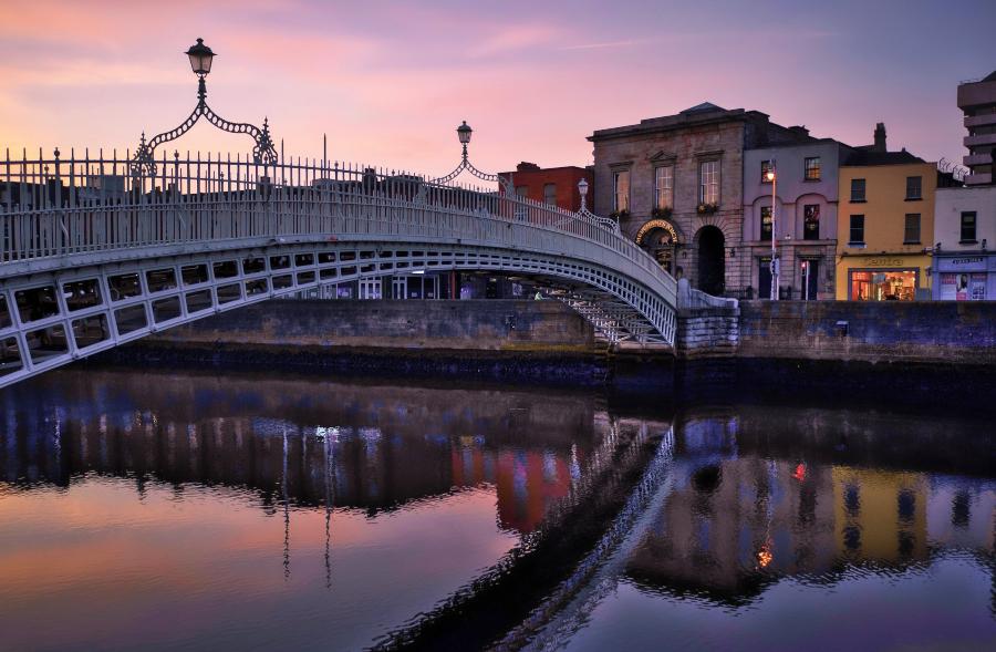 Entardecer na Ha'penny Bridge, em Dublin