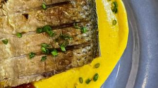 Conheça a receita do piraputanga assado recheado com farofa de panko do chef Sylvio Trujillo