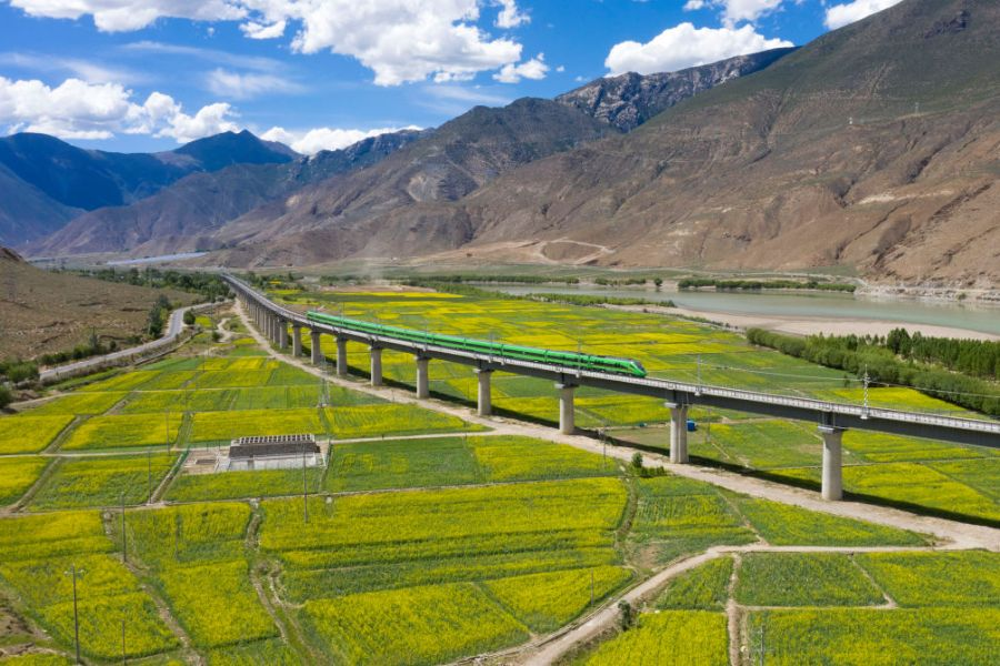 Ferrovia Lhasa Nyingchi é aberta ao tráfego no Tibete