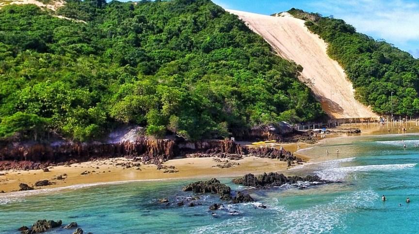 Morro do Careca na praia de Ponta Negra, um dos cartões-postais da cidade