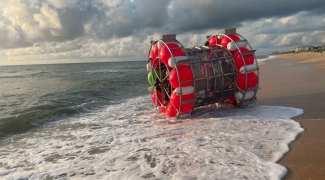 """Plano de aventureiro de """"caminhar"""" sobre as águas até Nova York em uma bolha termina em praia da Flórida"""