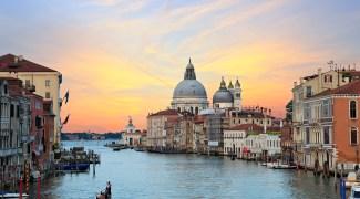Itália proíbe entrada de grandes cruzeiros nos canais de Veneza