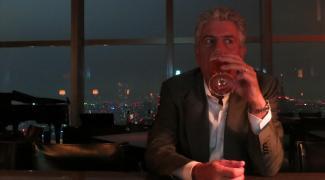 Vamos embarcar com Anthony Bourdain rumo a Tóquio?