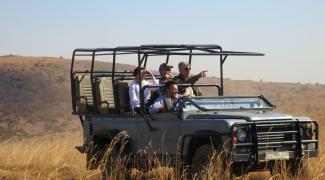Bourdain desembarca na África do Sul como aprendiz da cultura e da gastronomia locais