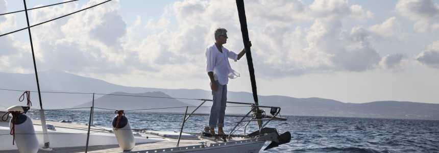 Mar, música e comida boa: Bourdain aterrissa na Grécia