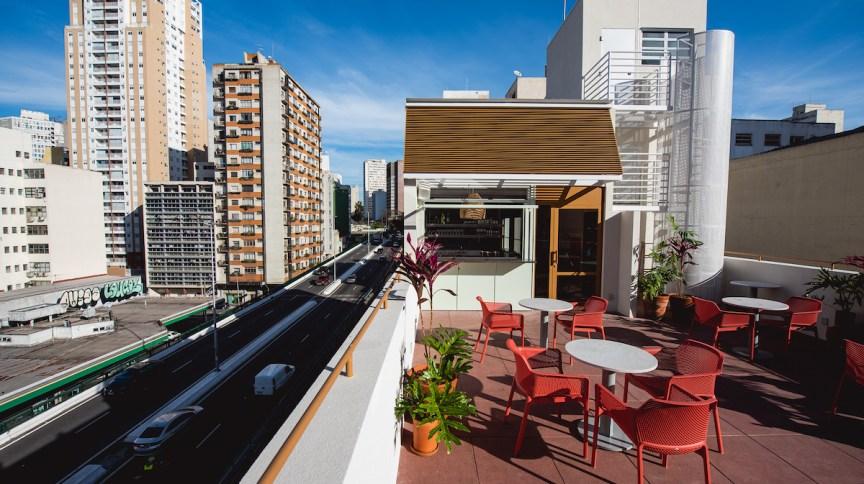 Cora tem vista para o Minhocão e Copan, no Centro de São Paulo