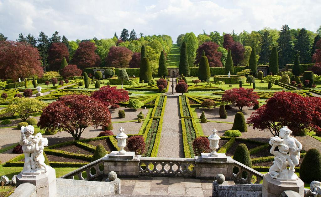 Jardins do Castelo Drummond, na Escocia