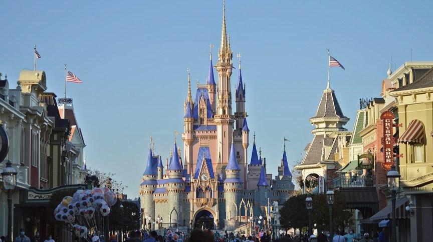 Castelo da Cinderela na Magic Kingdom, parque do Walt Disney World Resort em Orlando, na Flórida