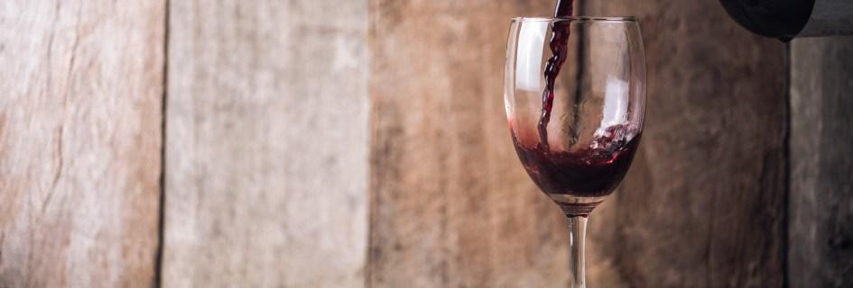 Por que certos vinhos podem custar fortunas enquanto outros são baratos?