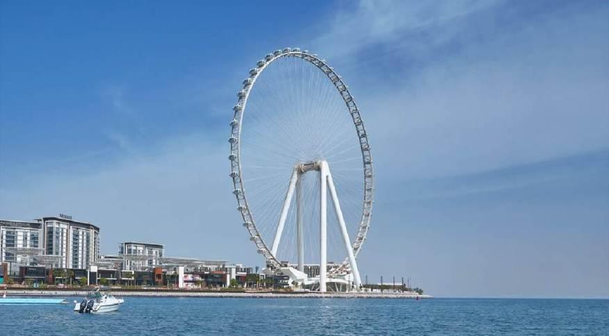 Roda-gigante fica na Bluewaters Island, próxima à marina de Dubai, e possui visão privilegiada de pontos turísticos da cidade