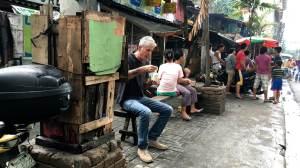 Bourdain desbrava as peculiaridades das Filipinas