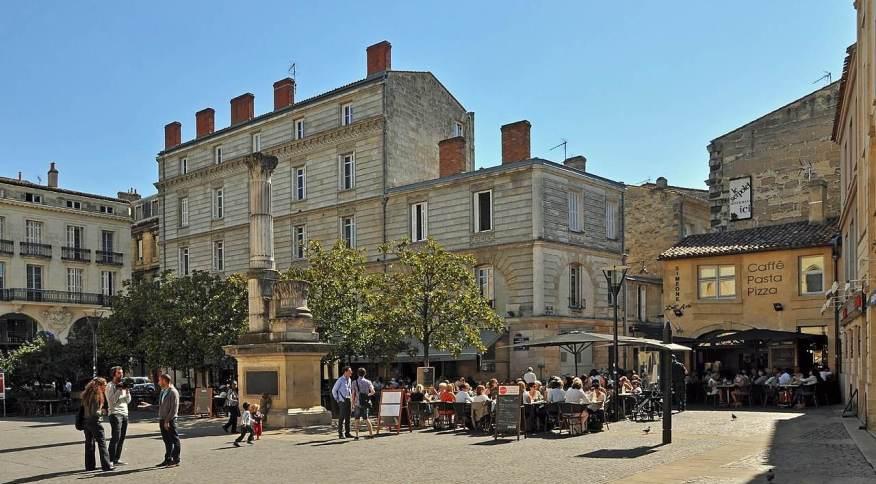 Place Camille Julian, em Bordeaux: região possui vários restaurantes que vão desde cozinhas clássicas até as mais modernas