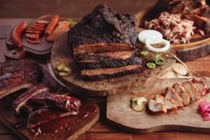Rede Dickey's Barbecue Pit desembarca em SP e prevê 110 lojas no país
