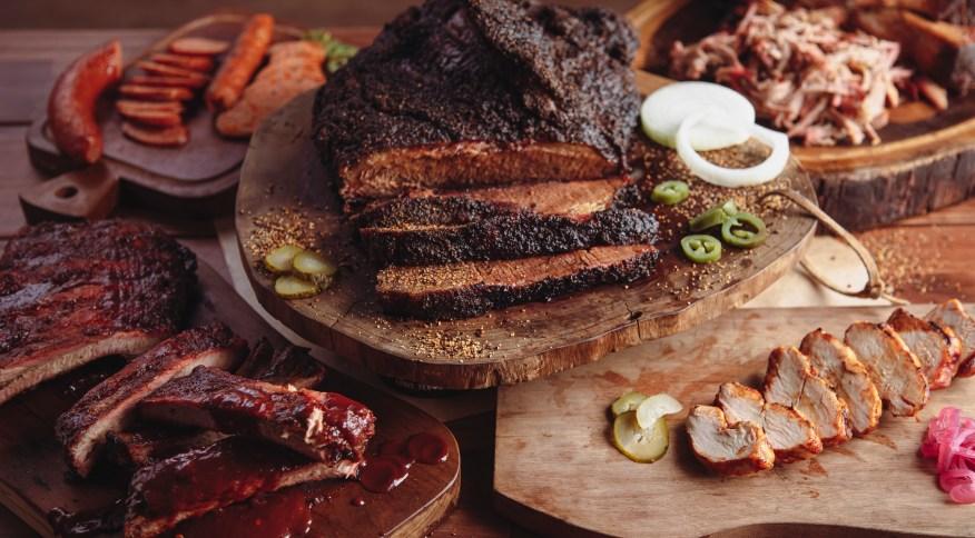 Maior rede de churrasco texano do mundo abre as portas em São Paulo