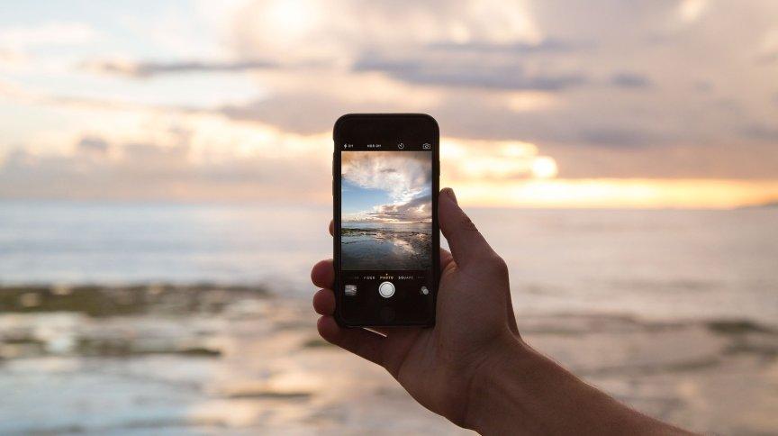 A tag #travel possui mais de 49,6 bilhões de visualizações no aplicativo e a #viagem acumula mais de 1.9 bilhão
