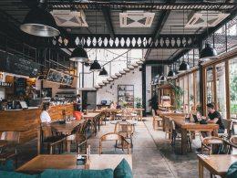 Em passos lentos a indústria dos bares e restaurantes volta a tomar fôlego, mas o números ainda não são animadores